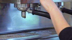 Barista用咖啡机器连接portafilter 影视素材