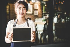 Barista asian women holding label Coffee order in the coffee shop. royalty free stock images