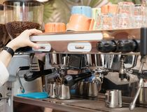 Barista is brewing coffee Royalty Free Stock Images