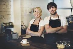 Barista-Café, das Kaffeevorbereitungsservicekonzept macht stockfoto