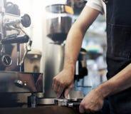 Barista-Café, das Kaffeevorbereitungsservicekonzept macht lizenzfreie stockfotos