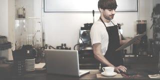 Barista-Café, das Kaffeevorbereitungsservicekonzept macht lizenzfreies stockbild