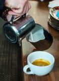 Barista Coffee Brewing stock foto