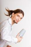 Barista dai capelli lunghi che scuote testa Immagini Stock Libere da Diritti