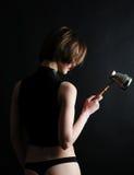 Barista della ragazza con jezve Fotografie Stock