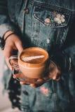 Barista en latte royalty-vrije stock foto's