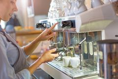 Barista making coffee Royalty Free Stock Photos