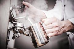 Barista Milk Steaming Imagenes de archivo
