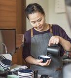 Barista Przygotowywa Kawowego Pracującego rozkazu pojęcie zdjęcia royalty free
