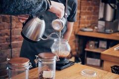 Barista Przygotowywa Kawowego Pracującego rozkazu pojęcie obrazy stock