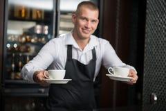 Barista que faz seu café Imagem de Stock