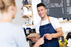 Barista serving customer in coffee shop Royalty Free Stock Photos