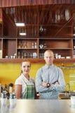 Barista und Manager der Kaffeestube lizenzfreies stockfoto