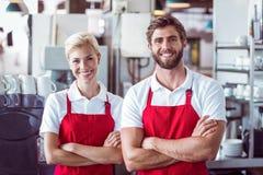2 baristas усмехаясь на камере Стоковое Изображение RF