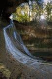 Bariyalskiy瀑布在绿色热带黄杨木潜叶虫森林里在阿布哈兹 图库摄影