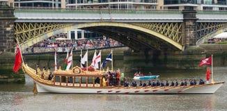 barka przewodzi z królewskiego Zdjęcia Royalty Free