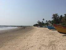 Barken auf einem Strand in Nord-Goa Stockfotografie