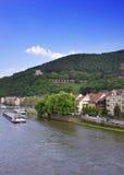 Barki wewnątrz rzeka w lecie Heidelberg zdjęcia royalty free