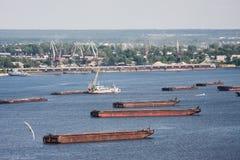 Barki zakotwiczają na Volga rzece Obrazy Royalty Free
