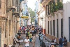 Barla Bodeguita del medio, op Obispo-straat Toeristen die I lopen Stock Foto's