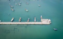 Barletta, Italien-Jachthafenanlegestelle stockfotos