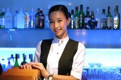Barman au travail Image stock