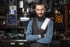 Barman au travail photographie stock libre de droits