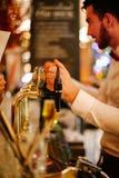 Barman Bierze rozkazy Fotografia Royalty Free