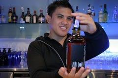 Barman op het werk Stock Afbeeldingen