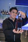 Barman op het werk Stock Afbeelding