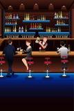 Barman que trabalha em uma barra Fotografia de Stock Royalty Free