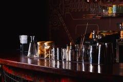 Barmanhulpmiddelen op bar Stock Foto's