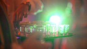 Barmanu dolewania napoju przyjęcia tło zdjęcie wideo