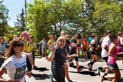 Barmherziges Lauf-` RunTour-Brno-` im Verdammungsbereich Laufen Sie, um die Grundlage für die Vorhänge zu stützen Lizenzfreie Stockfotografie