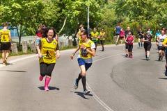 Barmherziges Lauf-` RunTour-Brno-` im Verdammungsbereich Laufen Sie, um die Grundlage für die Vorhänge zu stützen Stockfotografie