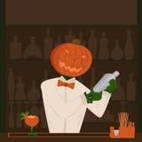 Barmixer des Halloween-Kürbisfeiertags hinter dem Tresen, der cockta macht Lizenzfreie Stockbilder
