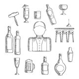 Barmixer mit Alkohol und Cocktails Lizenzfreie Stockfotos