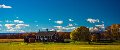 Barn and autumn color in Gettysburg, Pennsylvania. Royalty Free Stock Images