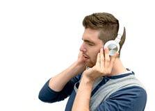Barn bemannar lyssnande musik arkivbilder