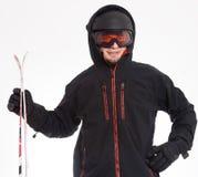 Manen med huven är ordnar till för att skida Fotografering för Bildbyråer