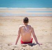 Barn bemannar på stranden Fotografering för Bildbyråer