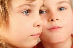 barn eye framsidafokusflickan little s två Arkivfoto