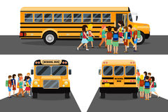 Barn får på skolbussen Royaltyfri Fotografi