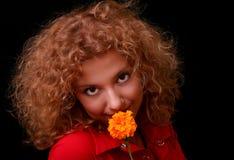 barn för blommakvinnayellow Royaltyfria Foton