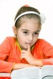 barn för bokflickaavläsning Arkivbild