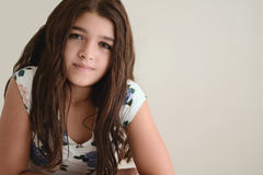 barn för brunettflickastående Fotografering för Bildbyråer