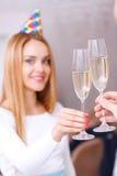 barn för champagneflickaexponeringsglas royaltyfria foton