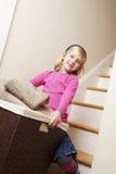 barn för cleaningflickatvätteri Arkivbilder