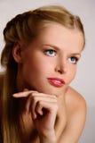 barn för closeupståendekvinna Royaltyfria Bilder