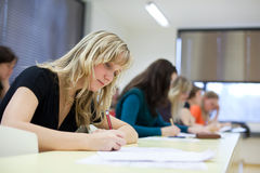 barn för deltagare för högskolakvinnlig nätt Fotografering för Bildbyråer
